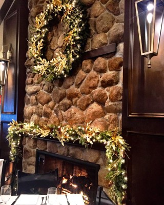Rothmanns Steakhouse is holiday ready!  Steakhouse EastNorwich Eeeeeats
